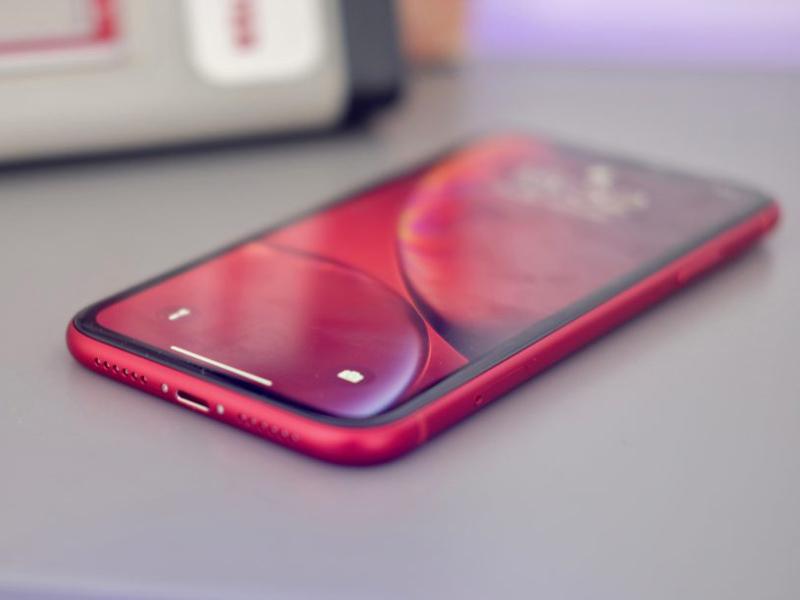 اپل نسل بعدی آیفون XR را با رنگهای سبز و بنفش عرضه میکند