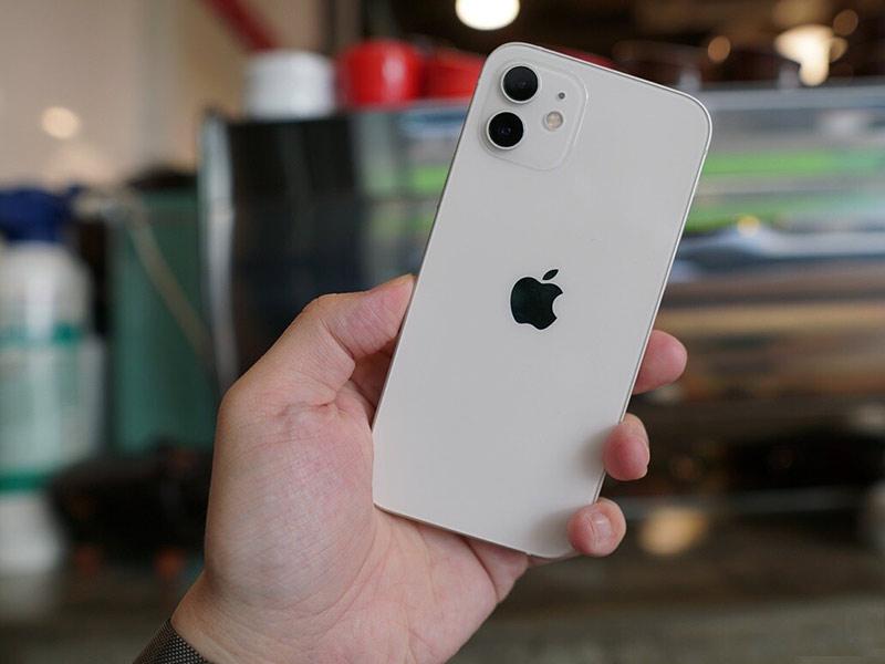 آیفون 12 پرفروش ترین گوشی در سال 2021